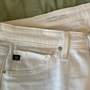 Never worn (NWOT) white anthropology skinny jeans